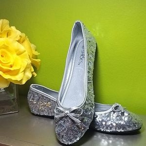 Size 9/10 Silver Sequins Flats